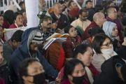 Слушатели во время второго дня учений Его Святейшества Далай-ламы по «Сутре Колеса Учения» и сутре «Ростки риса». Бодхгая, штат Бихар, Индия. 6 января 2018 г. Фото: Лобсанг Церинг.