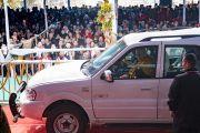 Его Святейшество Далай-лама прощается с верующими по завершении второго дня учений по «Сутре Колеса Учения» и сутре «Ростки риса». Бодхгая, штат Бихар, Индия. 6 января 2018 г. Фото: Лобсанг Церинг.