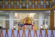 Его Святейшество Далай-лама во время второго дня учений по «Сутре Колеса Учения» и сутре «Ростки риса». Бодхгая, штат Бихар, Индия. 6 января 2018 г. Фото: Лобсанг Церинг.