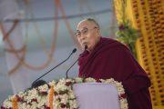 Его Святейшество Далай-лама выступает с обращением во время презентации первого тома серии «Наука и философия в индийской буддийской классике» под названием «Физический мир». Бодхгая, штат Бихар, Индия. 7 января 2018 г. Фото: Лобсанг Церинг.