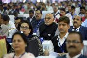 Гости церемонии открытия Второго национального конгресса учителей в Технологическом институте Махараштры слушают обращение Его Святейшества Далай-ламы. Пуна, штат Махараштра, Индия. 10 января 2018 г. Фото: Лобсанг Церинг.