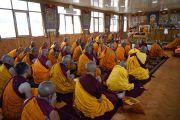 Вид на новый зал собраний тибетского храма во время церемонии дарования Его Святейшеством Далай-ламой полных монашеских обетов. Бодхгая, штат Бихар, Индия. 12 января 2018 г. Фото: дост. Тензин Джампель.