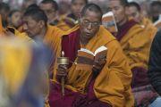 Монахи возносят молитвы у ступы Махабодхи, приуроченные к пятнадцатой годовщине со дня смерти кхенпо Джигме Пхунцока, прославленного ламы школы ньингма, который был сердцем процветающего буддийского сообщества в Ларунг Гаре в Тибете. Бодхгая, штат Бихар, Индия. 13 января 2018 г. Фото: Тензин Чойджор.