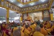Его Святейшество Далай-лама обращается к верующим во время первого дня учений. Бодхгая, штат Бихар, Индия. 14 января 2018 г. Фото: Лобсанг Церинг.