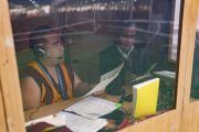 Переводчики на английский язык во время первого дня учений Его Святейшества Далай-ламы на площадке «Калачакра Майдан». Бодхгая, штат Бихар, Индия. 14 января 2018 г. Фото: Лобсанг Церинг.