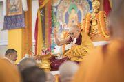 Его Святейшество Далай-лама проводит подготовительные церемонии для посвящения Авалокитешвары. Бодхгая, штат Бихар, Индия. 15 января 2018 г. Фото: Мануэль Бауэр.