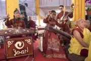 Монгольские музыканты выступают по завершении молебна о долгой жизни Его Святейшества Далай-ламы. Бодхгая, штат Бихар, Индия. 16 января 2018 г. Фото: Мануэль Бауэр.