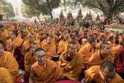 Монахи, собравшиеся у ступы Махабодхи, чтобы принять участие в молитвенном собрании с Его Святейшеством Далай-ламой. Бодхгая, штат Бихар, Индия. 17 января 2018 г. Фото: Мануэль Бауэр.