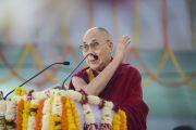 Его Святейшество Далай-лама читает лекцию о светской этике для школьников из Бихара. Бодхгая, штат Бихар, Индия. 25 января 2018 г. Фото: Лобсанг Церинг.