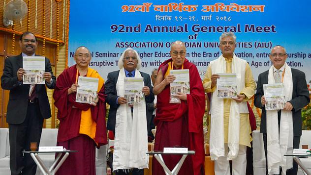 Далай-лама принял участие в торжественном открытии 92-й ежегодной встречи Ассоциации индийских университетов в Сарнатхе