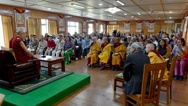 Далай-лама встретился с буддистами из разных стран мира