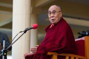 Его Святейшество Далай-лама отвечает на вопросы во время встречи с иностранными паломниками в главном тибетском храме. Дхарамсала, Индия. 5 марта 2018 г. Фото: Тензин Чойджор.