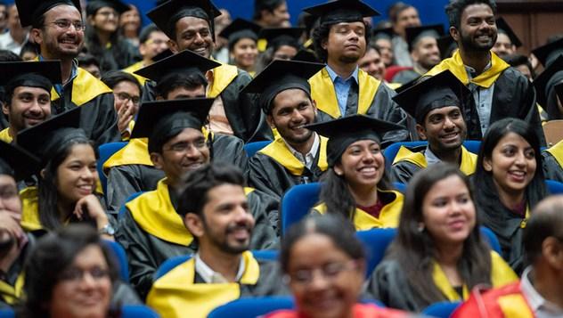 Далай-лама посетил 23-ю церемонию вручения дипломов в Институте управления им. Лала Бахадура Шастри