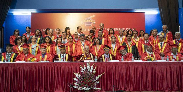 Церемония вручения дипломов в Институте управления им. Лала Бахадура Шастри