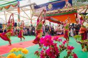 Артистки Тибетского института театральных искусств исполняют традиционный индийский танец в ходе торжественной церемонии «Спасибо, Индия». Дхарамсала, Индия. 31 марта 2018 г. Фото: Тензин Чойджор.