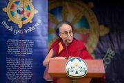 Его Святейшество Далай-лама обращается к собравшимся во время торжественной церемонии «Спасибо, Индия». Дхарамсала, Индия. 31 марта 2018 г. Фото: Тензин Чойджор.
