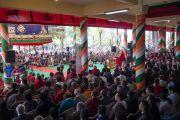 Вид со сцены во время выступления Его Святейшества Далай-ламы на торжественной церемонии «Спасибо, Индия», организованной во дворе главного тибетского храма. Дхарамсала, Индия. 31 марта 2018 г. Фото: Тензин Чойджор.