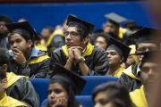 Один из более чем 200 выпускников во время 23-й церемонии вручения дипломов в Институте управления им. Лала Бахадура Шастри с участием Его Святейшества Далай-ламы. Нью-Дели, Индия. 23 апреля 2018 г. Фото: Тензин Чойджор.