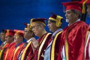 По завершении 23-й церемонии вручения дипломов в Институте управления им. Лала Бахадура Шастри участники слушают государственный гимн Индии. Нью-Дели, Индия. 23 апреля 2018 г. Фото: Тензин Чойджор.