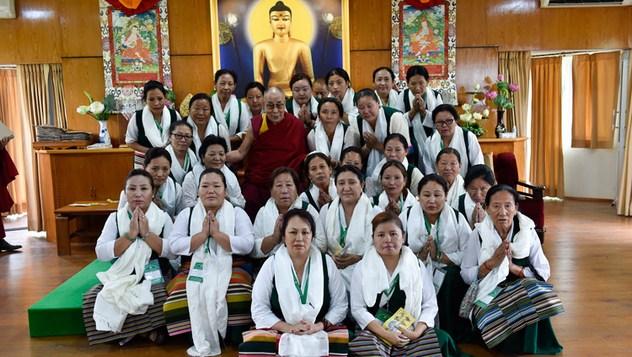 Далай-лама встретился с делегатами Тибетской ассоциации женщин