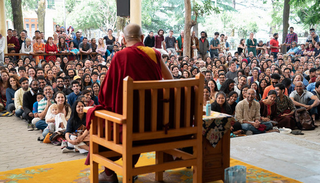 Далай-лама встретился с иностранными туристами