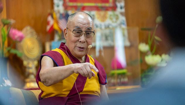 Далай-лама побеседовал с вьетнамскими предпринимателями, художниками и интеллектуалами
