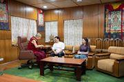 Бывший капитан индийской сборной по крикету Сачин Тендулкар и его супруга Анджали во время встречи с Его Святейшеством Далай-ламой в его резиденции в Дхарамсале. Дхарамсала, Индия. 3 мая 2018 г. Фото: Тензин Чойджор.