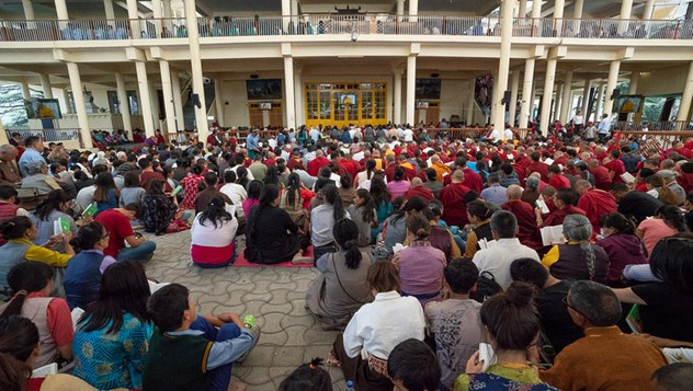Далай-лама начал давать учения для тибетских школьников и студентов