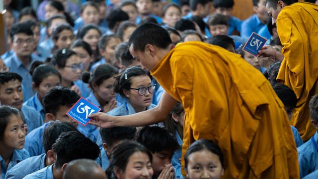 Далай-лама завершил учения для тибетских школьников и студентов
