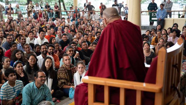 Далай-лама встретился с индийскими и иностранными туристами