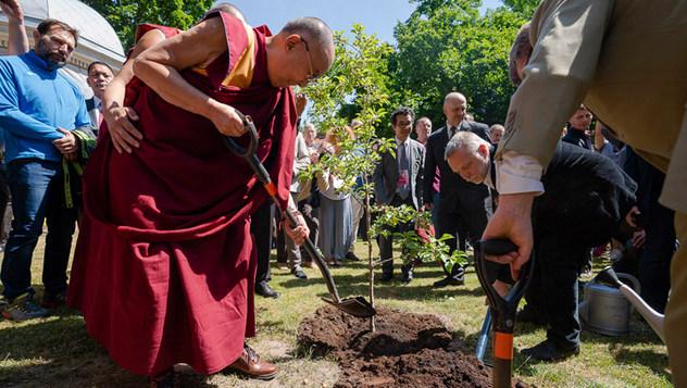 Далай-лама дал пресс-конференцию и прочел публичную лекцию в Вильнюсском университете