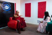 Его Святейшество Далай-лама дает интервью для организации, занимающейся инновациями в области средств массовой информации «Шри Баладжи». Кангра, штат Химачал-Прадеш, Индия. 2 июня 2018 г. Фото: Тензин Чойджор.