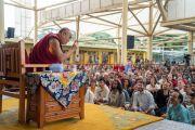 Его Святейшество Далай-лама дарует наставления индийским и иностранным туристам во время встречи в главном тибетском храме. Дхарамсала, Индия. 9 июня 2018 г. Фото: Тензин Чойджор.