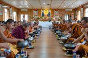 Тайские монахи и их меценаты обедают с Его Святейшеством Далай-ламой. Дхарамсала, Индия. 9 июня 2018 г. Фото: Тензин Чойджор.