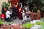 Его Святейшество Далай-лама прибывает в свой отель на обед с организаторами визита в Вильнюс. Вильнюс, Литва. 14 июня 2018 г. Фото: Тензин Чойджор.
