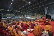 Его Святейшество Далай-лама во время первого дня учений для стран Балтии и России, на которые собралось более 4000 верующих. Рига, Латвия. 16 июня 2018 г. Фото: Тензин Чойджор.