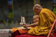 Его Святейшество Далай-лама дарует благословение Белого Манджушри в ходе заключительного дня трехдневных учений для стран Балтии и России. Рига, Латвия. 18 июня 2018 г. Фото: Тензин Чойджор.