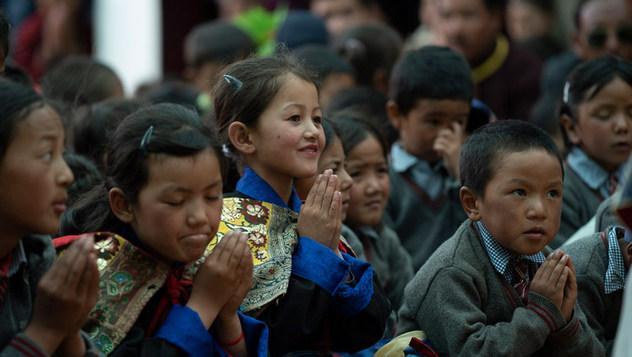 В Занскаре Далай-лама посетил две школы и клинику «Мен-ци-кханг»
