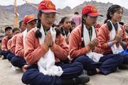 Каргил дахь буддистуудтай уулзаж, мөн Мулбекийн дунд сургуульд зочиллоо