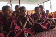 Юные монахи, собравшиеся на учения Его Святейшества Далай-ламы в Дискит Пходранге. Дискит, Ладак, штат Джамму и Кашмир, Индия. 13 июля 2018 г. Фото: Тензин Чойджор.