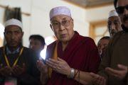 Его Святейшество Далай-лама принимает участие в молебне в новой мечети Дискит Джама Масджид. Дискит, Ладак, штат Джамму и Кашмир, Индия. 13 июля 2018 г. Фото: Тензин Чойджор.