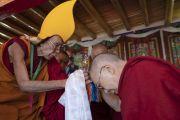 Ганден Трисур Ризонг Ринпоче приветствует Его Святейшество Далай-ламу в монастыре Самстанлинг. Сумур, Нубрская долина, Ладак, штат Джамму и Кашмир, Индия. 14 июля 2018 г. Фото: Тензин Чойджор.