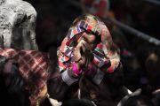 Пожилая женщина во время учений Его Святейшества Далай-ламы в монастыре Самстанлинг. Сумур, Нубрская долина, Ладак, штат Джамму и Кашмир, Индия. 16 июля 2018 г. Фото: Тензин Чойджор.