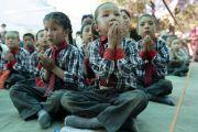Юные слушатели во время учений Его Святейшества Далай-ламы в монастыре Самстанлинг. Сумур, Нубрская долина, Ладак, штат Джамму и Кашмир, Индия. 16 июля 2018 г. Фото: Тензин Чойджор.