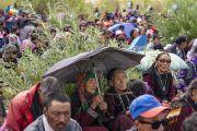 Верующие слушают учения Его Святейшества Далай-ламы. Падум, Занскар, штат Джамму и Кашмир, Индия. 22 июля 2018 г. Фото: Тензин Чойджор.