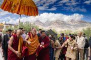 Его Святейшество Далай-лама направляется из своей резиденции на площадку для проведения учений. Падум, Занскар, штат Джамму и Кашмир, Индия. 22 июля 2018 г. Фото: Тензин Чойджор.