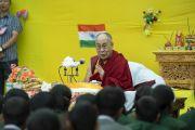 Его Святейшество Далай-лама дарует наставления ученикам образцовой школы «Ламдон». Падум, Занскар, штат Джамму и Кашмир, Индия. 24 июля 2018 г. Фото: Тензин Чойджор.