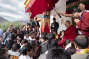 Его Святейшество Далай-лама принимает в своей резиденции выпускников школы Тибетской детской деревни. Падум, Занскар, штат Джамму и Кашмир, Индия. 24 июля 2018 г. Фото: Тензин Чойджор.