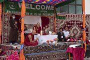 Его Святейшество Далай-лама дарует наставления в образцовой публичной школе в Падуме, куда его пригласило мусульманское общество «Ассоциация служения исламу». Падум, Занскар, штат Джамму и Кашмир, Индия. 24 июля 2018 г. Фото: Тензин Чойджор.