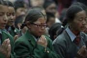 Ученики образцовой школы «Ламдон» читают «Восхваление Манджушри» вместе с Его Святейшеством Далай-ламой. Падум, Занскар, штат Джамму и Кашмир, Индия. 24 июля 2018 г. Фото: Тензин Чойджор.